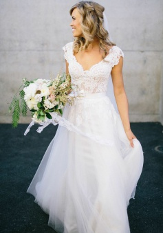 A-Line V-Neck Cap Sleeves Tulle Wedding Dress with Lace