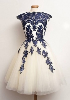 A-Line Scalloped-Edge Cap Sleeves White Tulle Prom Dress With Blue Appliques