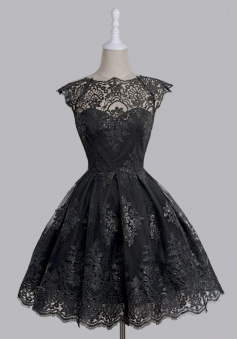 A-Line Scalloped-Edge Cap Sleeves Black Tulle Prom Dress with Appliques