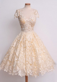 Vintage V-neck Lace Cap Sleeves Champagne Prom Dress