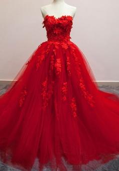 Glamorous Sweetheart Floor-Length Wedding Dress with Appliques