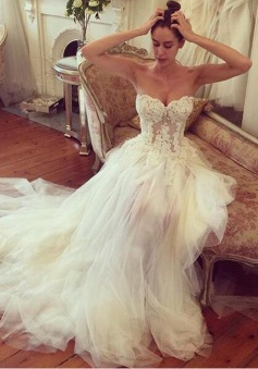 Elegant Sweetheart Sleeveless Sweep Train Ivory Wedding Dress with Lace
