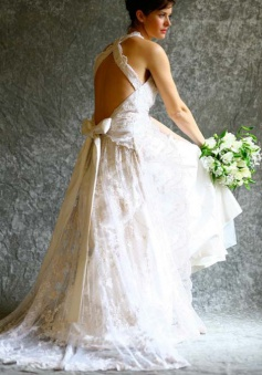 Gorgeous A-line Halter Neck Backless Bow Lace Wedding Dress with Court Train