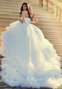 Luxious One Shoulder Court Train White Wedding Dress with Beading Further