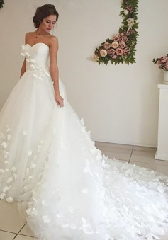 Adorable Sweetheart Court Train White Wedding Dress with Handmade Flower