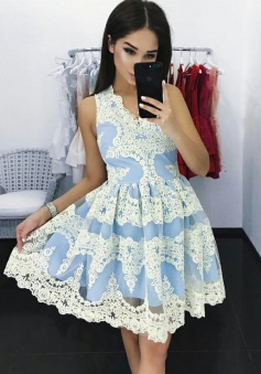 A-Line V-Neck Short Blue Tulle Homecoming Dress with Appliques