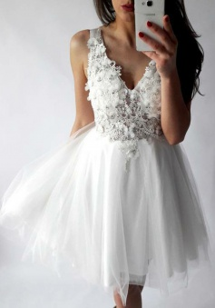 A-Line V-Neck Short White Tulle Lace Homecoming Dress with Appliques