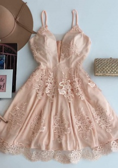 A-Line Spaghetti Straps Short Champagne Tulle Homecoming Dress with Appliques