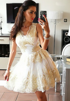A-Line V-Neck Short White Tulle Homecoming Dress with Appliques
