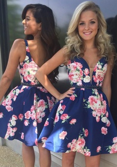 Modern V-neck Short Dark Blue Floral Homecoming Dress Open Back with Beading Waist