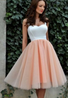 Nectarean Sweetheart Knee-Length Sleeveless Champagne Homecoming Dress