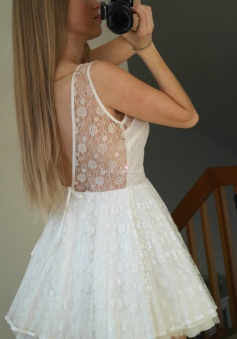Pretty Short White Sleeveless Lace Backless Short Homecoming/Cocktail Dress