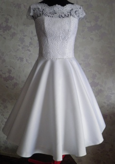 Vintage Scalloped-Edge Cap Sleeves Knee-Length Open Back Lace White Homecoming Dress