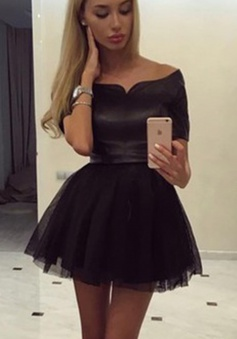 Sexy Off-the-shoulder Short Sleeves Mini Black Homecoming Dress