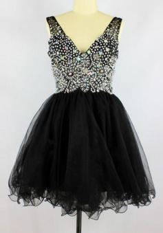Sexy V-neck Short Tulle Black Seevelesss Backless Homecoming Dress with Beading