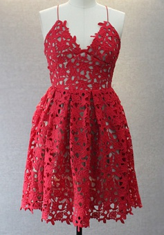 Special V-neck Sleeveless Knee-Length Red Lace Homecoming Dress with Spaghetti Straps