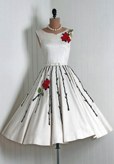 Stylish Scoop Sleeveless Mid-Calf White Homecoming Dress with Embroidery Sash