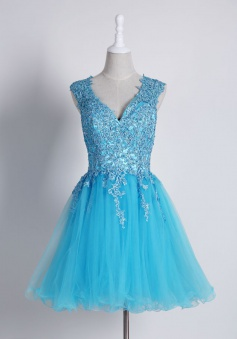 Exquisite V-neck Sleeveless Short Homecoming Dress with Appliques Beading Backless