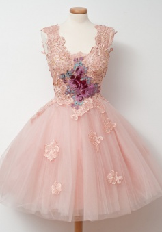 A-Line V-Neck Knee-Length Sleeveless Pink Tulle Homecoming Dress with Appliques