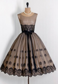 A-Line Scoop Tea-Length Sleeveless Black Lace Homecoming Dress with Appliques