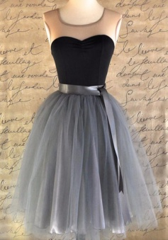A-Line Scoop Knee-Length Grey Tulle Homecoming Dress with Belt