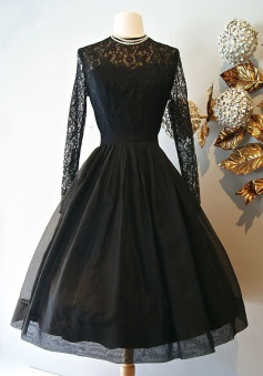 A-Line Jewel Knee-Length Long Sleeves Black Organza Homecoming Dress with Lace