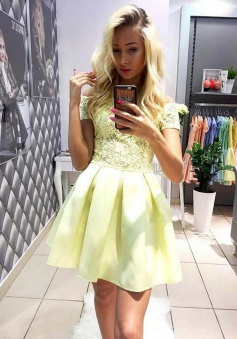 A-Line Off-the-Shoulder Short Yellow Homecoming Dress with Lace Pockets
