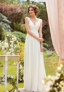 Sleeveless V Neck Chiffon Pleated Wedding Dress With Bow