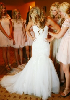 Beauty Sweetheart Court Train Lace Wedding Dress with Appliques