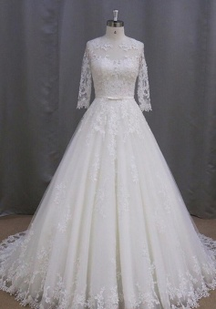 Elegant Half Sleeves Floor-Length Appliques Button Lace Wedding Dress