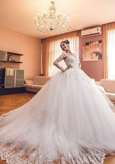 Luxurious Long Sleeves Ball Gown Wedding Dresses Lace Appliques Tulle Wedding Gowns 2018 BA3182