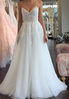 A-line Romantic Tulle Lace Sleeveless Spaghetti-Strap Wedding Dress