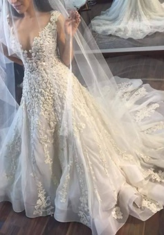Princess Sleeveless Appliques Gorgeous Lace Wedding Dress