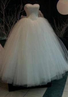 Pearls Ball-Gown Sweetheart-Neck Sleeveless Wedding Dresses