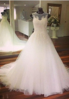 Elegant A-Line Lace Applique Wedding Dress Sleeveless Tulle Sweep Train Bridal Gowns