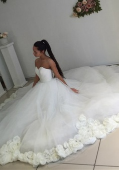 2018 Sweetheart Princess Ball Gown Wedding Dress Open Back Bridal Gowns with Flowers