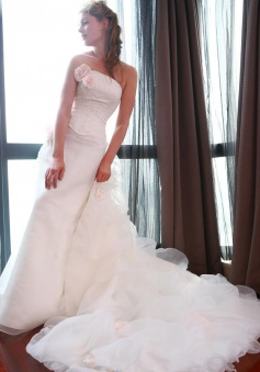 2018 Sheath Wedding Dress with Organza Long Train Appliques Beading Bridal Gown with Flowers
