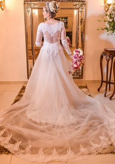 Elegant Lace Plus Size Wedding Dress 2018 Long Sleeve A-line Bride Dresses with Long Train