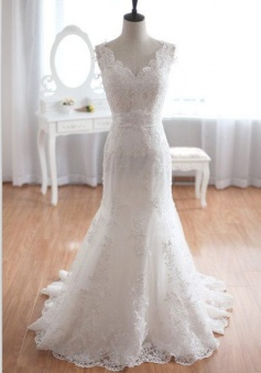 New Arrival V-Neck Mermaid Lace Bridal Gown Bowknot Open Back Sweep Train Wedding Dress
