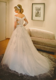 Long Sleeve Off-the-shoulder Wedding Dress 2018 Lace Tulle Bridal Gowns with Pearls