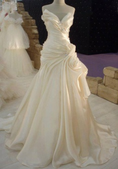 Ruffles Cream Satin Wedding Dress with Beadings Elegant 2018 Long Bridal Dress JT067a