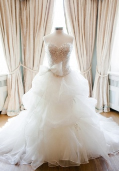 New Arrival Sweetheart Bowknot Wedding Dress with Beadings Organza Court Train Plus Size Bridal Gown