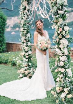 Elegant V-Neck Court Train Lace Bridal Gowns New Arrival Open Back Crystal Wedding Dress