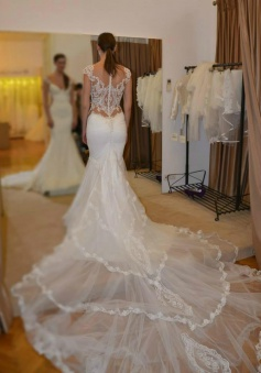 Beautiful White V-Neck Court Train Bridal Gown Sexy Mermaid Tulle Lace Wedding Dress