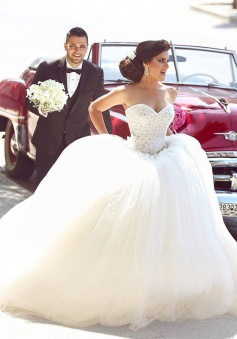Beautiful White Sweetheart Beading Long Wedding Dress Crystal Tulle Plus Size Bridal Gowns