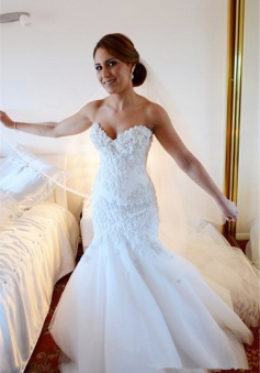 Gorgeous White Lace Church Wedding Dress Sweetheart Long Train Luxurious Bridal Dress