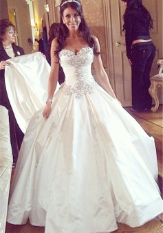 Sweetheart Ball Gown Plus Size Wedding Dresses Crystals Beads Chapel Train Princess Wedding Gowns BO9568