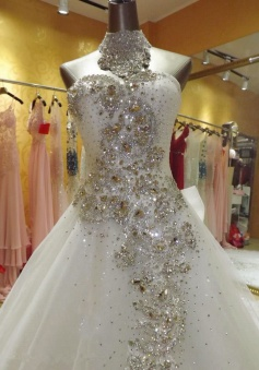 Luxurious Sweetheart Court Train Crytsal Wedding Dresses Attractive Shiny Designer Formal Bridal Gowns with Beadings