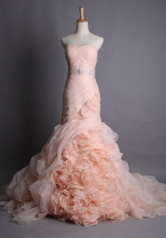 Elegant Sweetheart Pink Organza Bridal Gowns Ruffle Tiered Flower Unique Sheath Wedding Dresses with Beadings