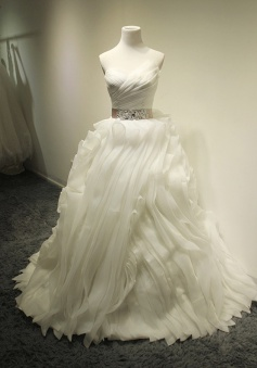 White Ball Gown Crystal 2018 Wedding Dresses Tulle Tiered Sash Bridal Dresses